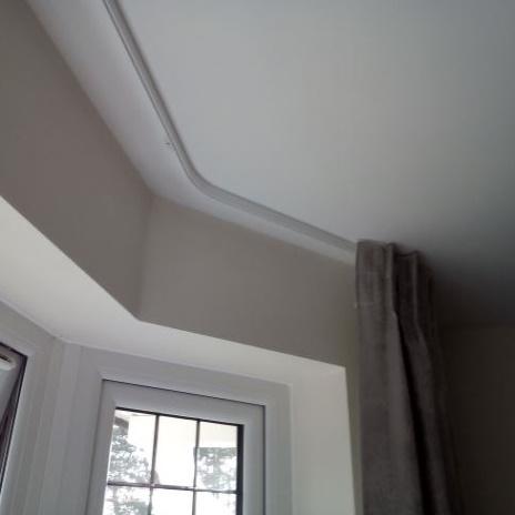 Bay window ceiling curtain track