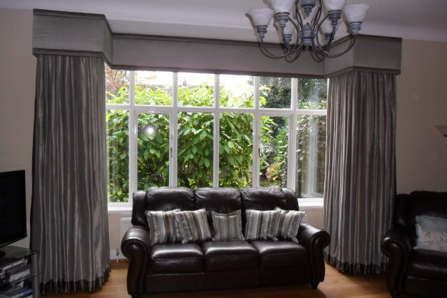 Dress your large square bay window with a simple but stylish curtain pelmet. This has contrasting fabric panels top and bottom to add interest.