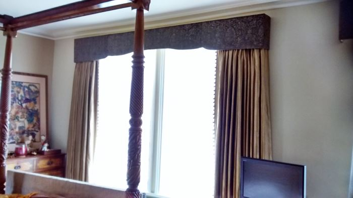 Simple shaped window pelmet in contrasting curtain fabric