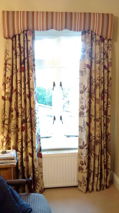 Coordinated colour schemes with this shaped window pelmet and curtains