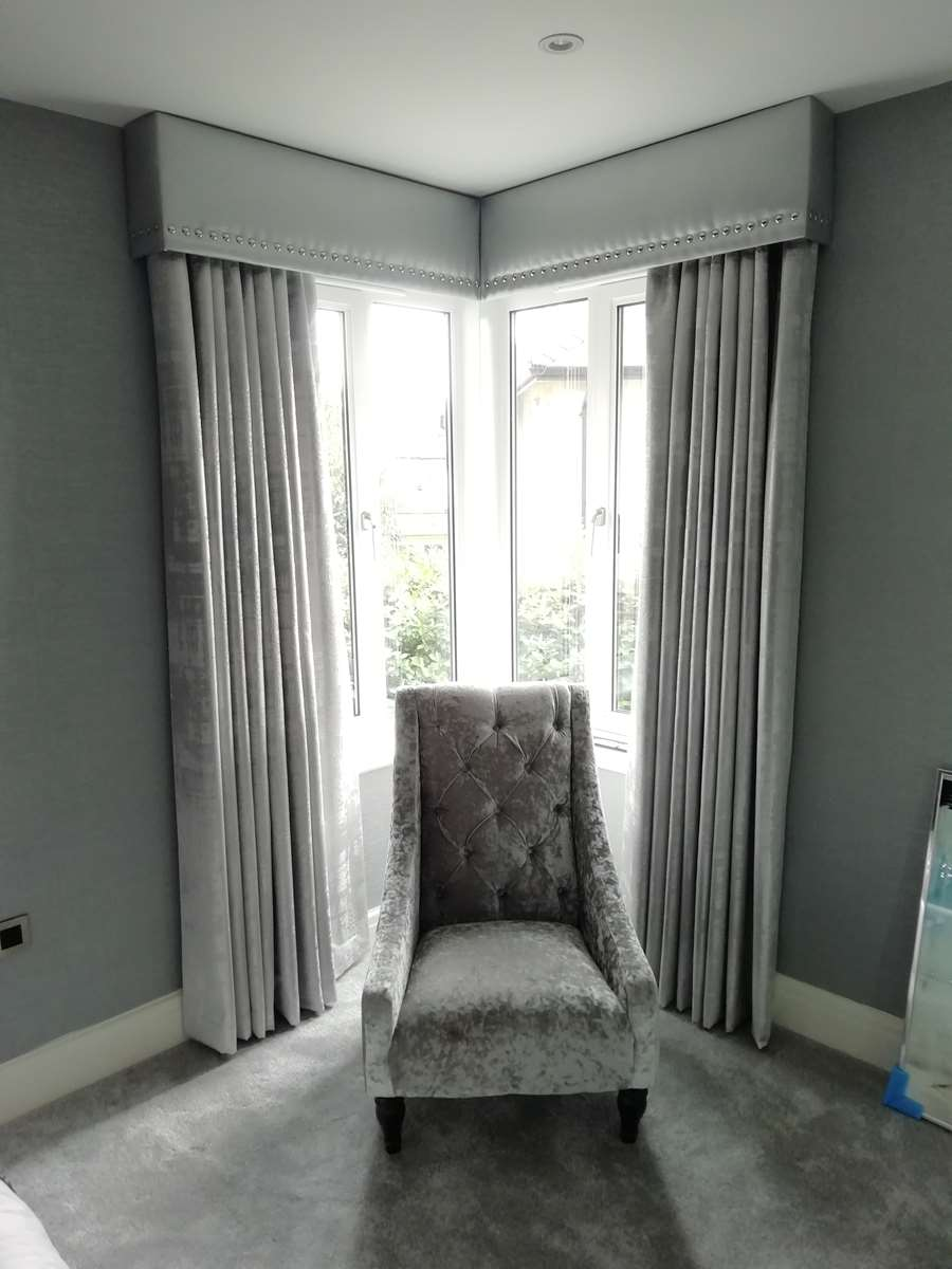 corner bay pelmet and curtains
