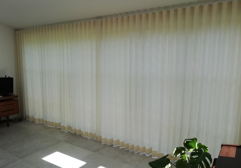 Wave curtains closed